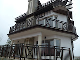 Триетажна къща с двор и удобства на 120 м от морето