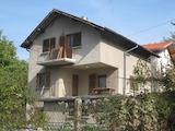 Къща с двор в село Мърчаево