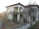 Двуетажна селска къща на 12 км от Асеновград