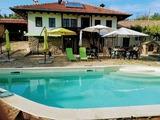 Реновирана селска къща с басейн на 15 км от Велико Търново