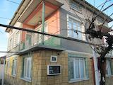 Двуетажна къща с двор до гр. Пловдив