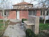 Къща с двор в село на 8 км от Пазарджик