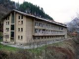 Хотелска база с голям парцел земя в сърцето на Стара планина