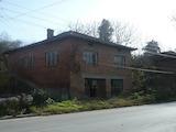 Тухлена двуетажна къща в село на 26 км от гр. Свищов