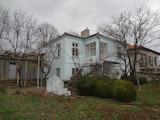 Двуетажна къща с двор в гр. Каблешково, на 15 км от Бургас