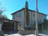 Kъща близнак в централната част на град Костенец