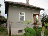Къща на два етажа в село на 70 км от Враца