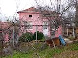 Едноетажна къща в спокойно село