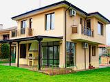 Нова двуетажна къща с двор на 4 км от Крайморие и плажа