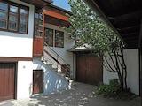 Напълно обзаведена къща в стар Възрожденски стил в град Трявна