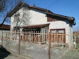 Масивна двуетажна вила в село на 24 км от Видин