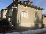 Двуетажна къща в град Чепеларе