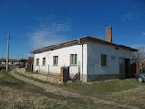 Едноетажна къща с двор на 30 км от Пловдив