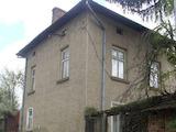 Двуетажна къща с много голям двор, в село на 37 км от Велико Търново