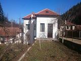 Голяма и масивна къща на 7 км от град Трявна