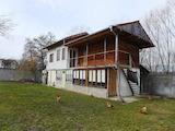 Двуетажна къща с двор до минерален извор в село Баня