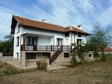 Прекрасна триетажна къща с двор на 15 км от ски курорт Боровец