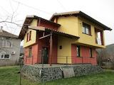 Две къщи, ремонтирана и стара, на 3 км от Ботевград