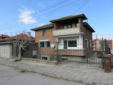 Двуетажна къща с двор и гараж в Асеновград