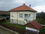 Хубава къща с поддържан двор за целогодишно живеене