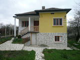 Масивна двуетажна къща на 12 км от красивия град Белоградчик