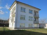 Обзаведена триетажна къща с двор близо до ски курорт Боровец