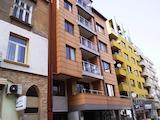 Тристаен апартамент с гараж в центъра на София