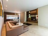 Удивителна редова къща с дизайнерски решения на интериора и ландшафта