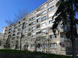 Тристаен апартамент на метри от метростанция Джеймс Баучер