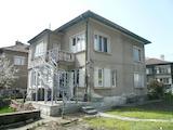 Къща близнак с отделен вход и дворно място във Видин