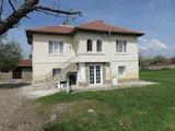 Реставрирана къща с голям двор на 20 км от Пазарджик