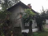 Планинска къща със стопански постройки в село на 11 км от гр. Габрово
