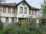 Двуетажна къща с двор в красивото ваканционно село Костенец