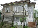Масивна двуетажна къща с лятна кухня на 12 км от Видин