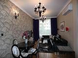 Двустаен апартамент с индивидуален стил и самостоятелен двор, кв. Изток