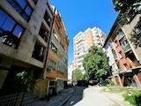 Тристаен апартамент в тиха улица без изход, близо до метростанция
