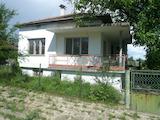 Едноетажна масивна къща с двор на 35 км от Видин