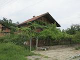 Двуетажна къща с двор и прекрасна гледка към Рила планина