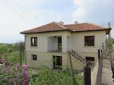 Реставрирана двуетажна къща с двор в Средна гора