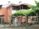 Две къщи с двор и удобства за целогодишно живеене