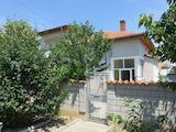 Хубава къща с двор на 3 км от магистрала Тракия
