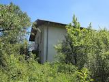 Двуетажна къща с таван и сутерен на 13 км от София