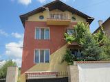 Удобна двуетажна къща с двор в село Горна Малина