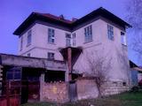 Голяма къща с магазин в село на 15 км от гр. Бяла