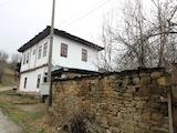 Реновирана автентична българска къща на 10 км от град Троян
