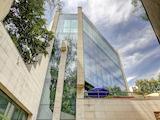 Представителен офис с луксозно завършени работни помещения, до Сердика Център