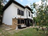 Напълно реновирана двуетажна къща с двор на 25 км от Велико Търново