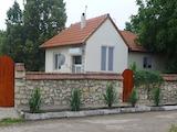 Реновирана къща с голям двор между Стара Загора и Пловдив