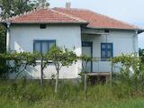 Едноетажна къща с двор и удобна жп връзка с Видин
