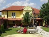 Реновирана къща с хубав двор недалеч от Варна